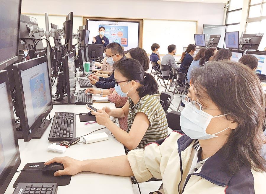 台中市師生遠距「視訊」教學,將培訓450名種子教師。(台中市政府教育局提供/陳世宗台中傳真)