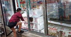 病毒最愛冰涼滋味 賣場冷凍櫃門把眾人摸