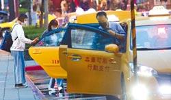 搭車別忘新規定 坐計程車沒戴口罩 重罰1萬5