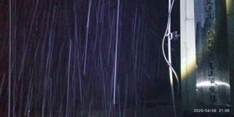 玉山再降四月雪!積雪2公分 夢幻銀白美照曝光