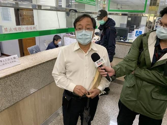 新北地檢署偵辦李來希PO文散布婦人買口罩遭車輾斃假訊息案,對李來希處以不起訴處分。(張睿廷攝)