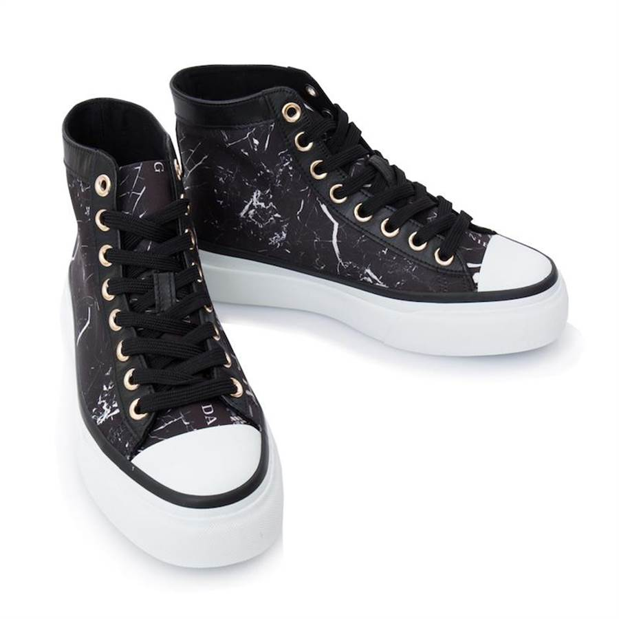 Daniel Wong探索鞋履(闪动探索者高筒鞋)。(Daniel Wong提供)