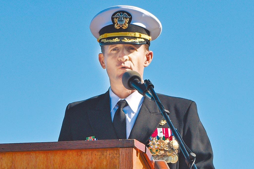 先前因舰上爆发疫情、写信向海军求援而遭免职的前罗斯福号航空母舰舰长克罗齐上校5日也确诊感染新冠肺炎。(路透)