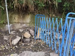 台版棉堡朝聖客擠爆 柵欄旁遭私築斜坡便道