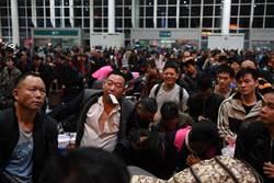 春節後單日發送量新高 陸鐵路昨旅客412萬人次