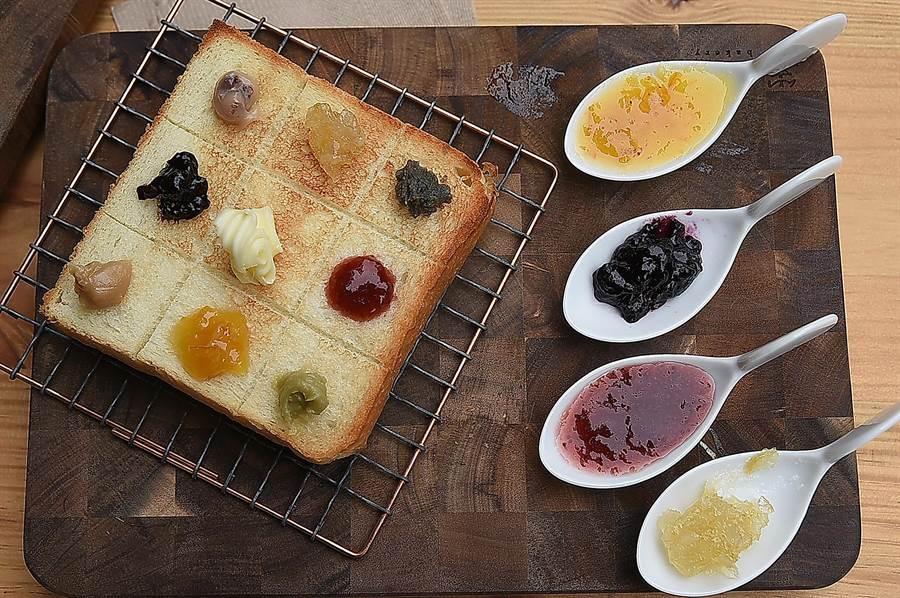 〈SAKImoto Bakery〉的店用享用果醬套餐,可以不同的生吐司、果醬與奶油自由組合搭配。(圖/姚舜)