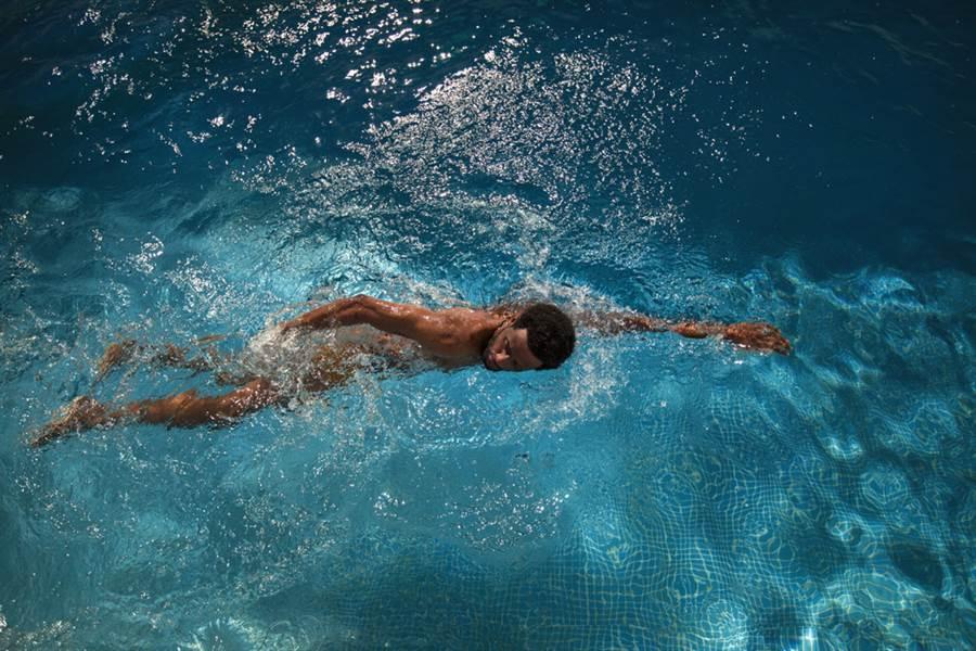 為何國際游泳比賽少見黑人?除了身體素質之外,貧窮、種族歧視、自然環境受限…等,都是成因。(圖/達志影像)