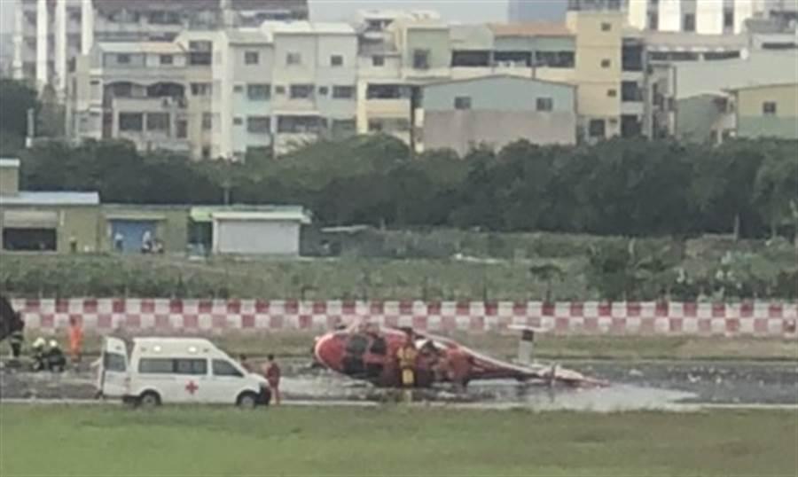 小港機場驚傳海豚直升機墜落 機上5人無傷亡