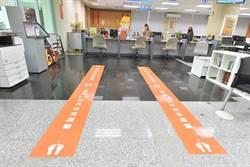 「1.5公尺社交距離」指引落地!赴竹市府洽公民眾請保持距離