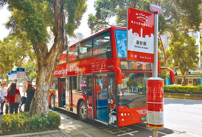 北市雙層觀光巴士載客量慘跌,業者將祭出超划算優惠自救,最快本周拍板上路。(本報資料照片)