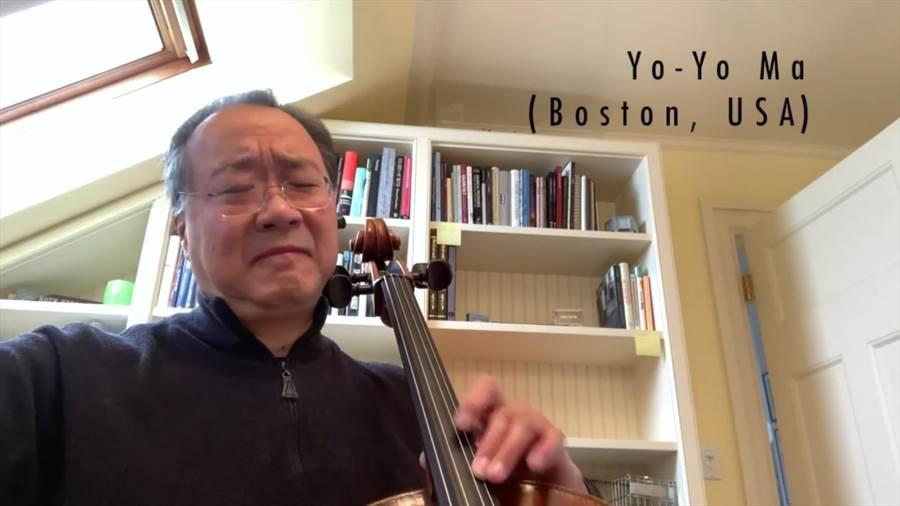 馬友友在臉書上提出「安慰之聲」概念,並錄製一系列音樂影片,日前與全球青年樂手一起演奏巴哈G弦之歌,為世界送暖。(摘自YouTube)