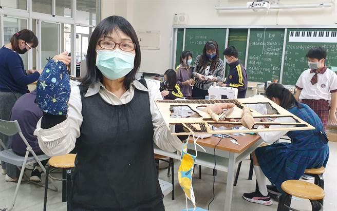 嘉義縣朴子市祥和國小營造「自造教室」,讓師生自製口罩、口罩套,帶防疫時刻派上用場。(翻攝/呂妍庭嘉義傳真)