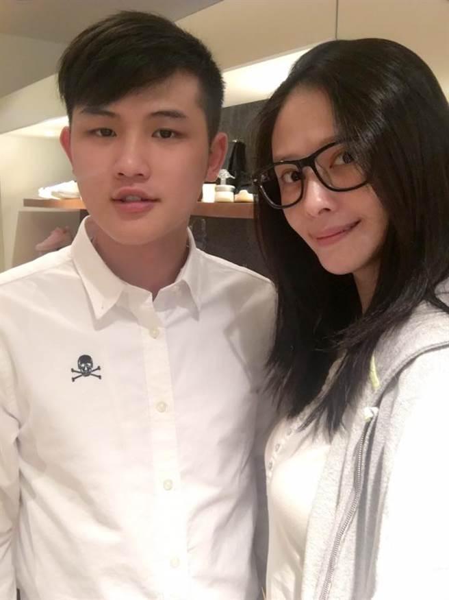 蕭淑慎與小15歲老公。(本報系資料照)
