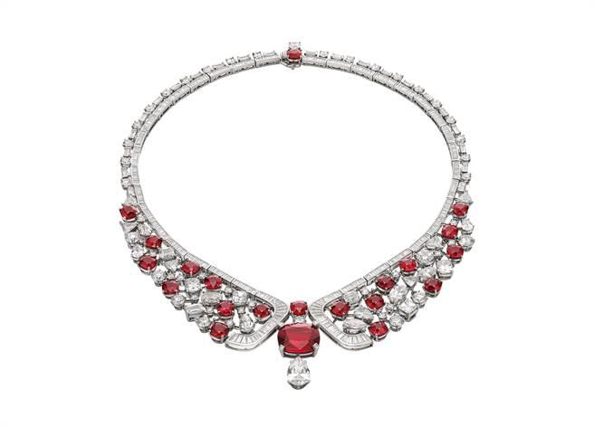 寶格麗CINEMAGIA系列Forever Rubies頂級紅寶石項鍊,為展場最貴的一件作品,主石為逾10克拉紅寶石,約3.4億元。(BVLGARI提供)