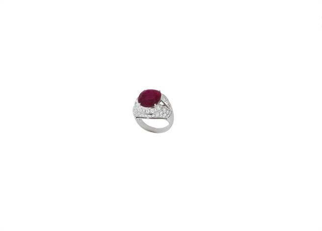 寶格麗CINEMAGIA系列Forever Rubies頂級紅寶石戒指,主石為8.08克拉緬甸鴿血紅紅寶石,約3.1億元。(BVLGARI提供)