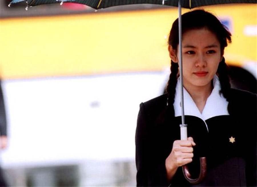 子瑜化身學生妹!「麻花辮剪眉上1cm」造型激似孫藝珍(圖/ezday)