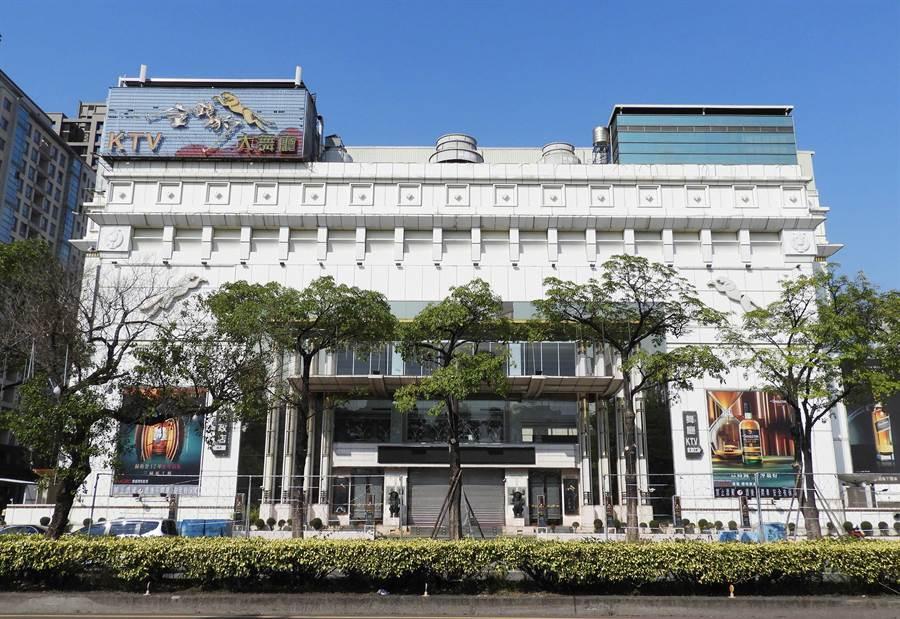 台中市著名的金錢豹、海派、紫爵等酒店,全力配合政府防疫措施都暫停營業。(陳世宗攝)
