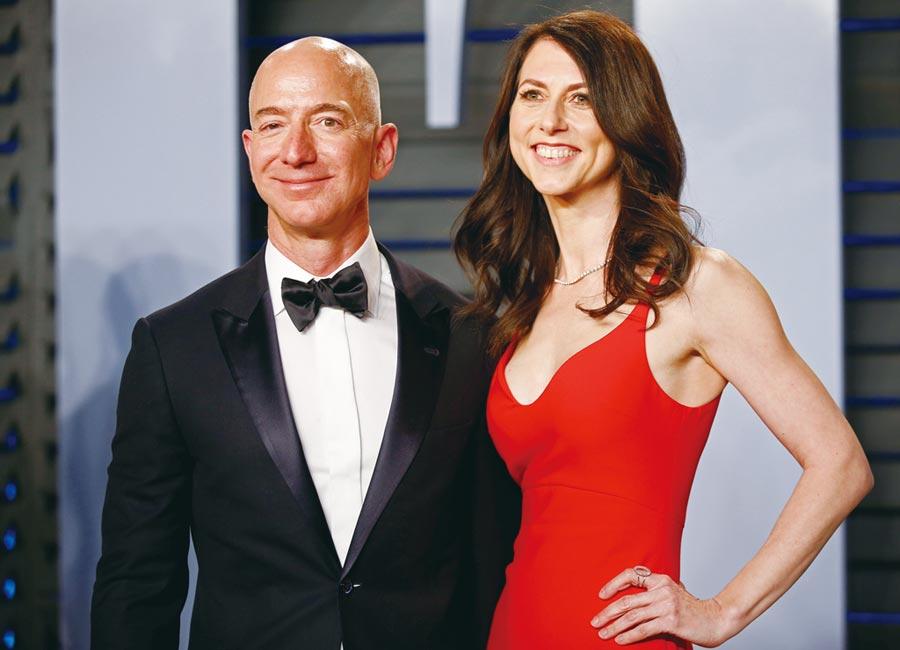 貝佐斯連續第三年蟬聯全球首富,前妻麥肯琪拜取得380億美元鉅額贍養費之賜,衝上富豪榜第22名。圖/路透