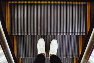 台鐵台中站電扶梯全往下?原因很現實