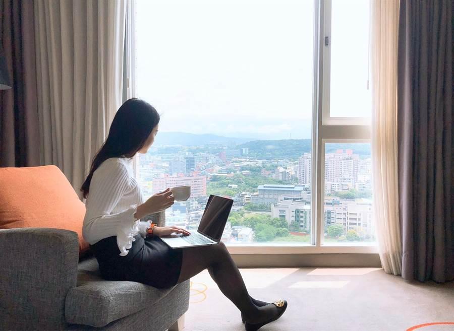 進駐五星級飯店辦公,還能悠閒享用免費提供的咖啡包賞風景。(新竹老爺酒店提供/邱立雅竹市傳真)