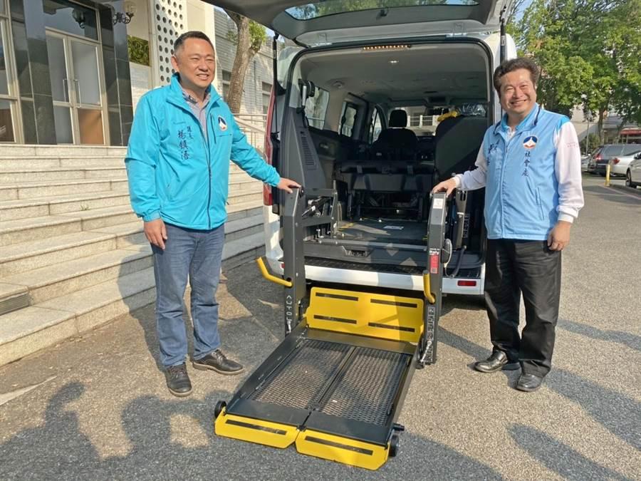 輔具服務專車加裝輪椅昇降機並配備輔具工具、充電及維修設備,可迅速提供輔具到宅維修與維護服務。(李金生攝)