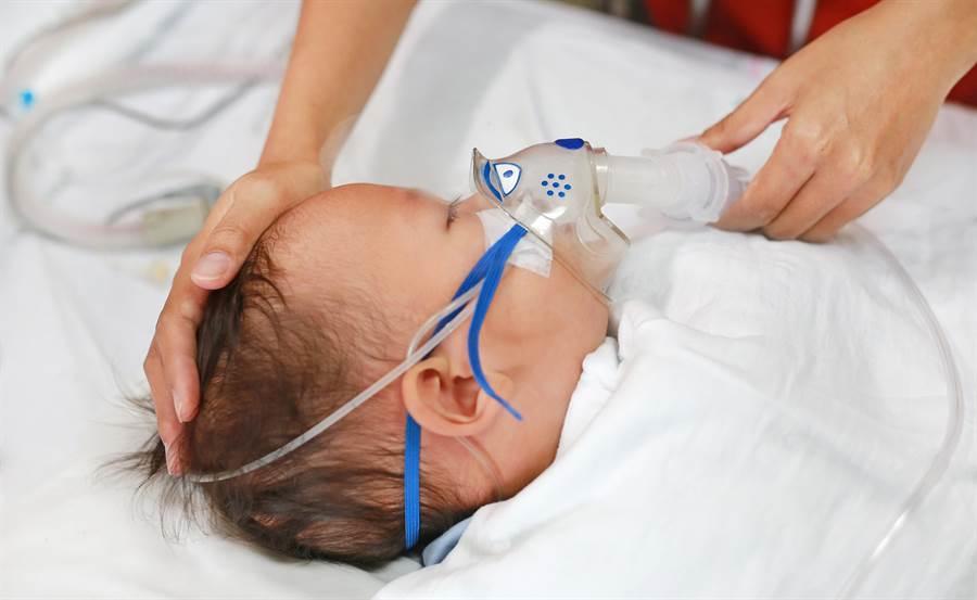 兒出生7天夭折,母45年後開棺竟無屍,揭醫師私自摘取兒器官真相。(示意圖/Shutterstock)