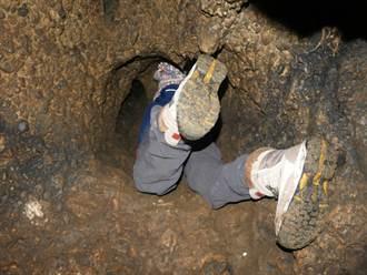 男子倒栽蔥鑽進泥洞 拉出美味大怪物