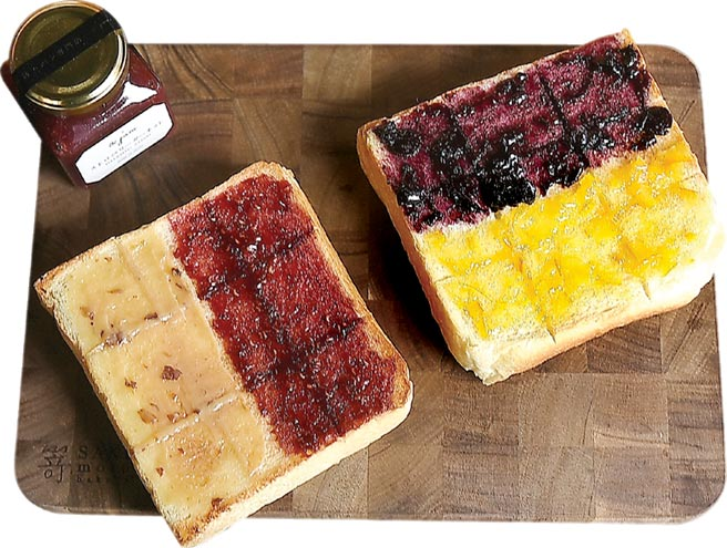 〈SAKImoto Bakery〉外帶套餐,每片生吐司80元起,加價60元可搭配二款不同口味果醬。圖/姚舜