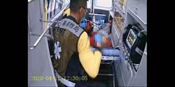 老翁疑似吃泡麵噎到 消防員現場指導CPR送醫