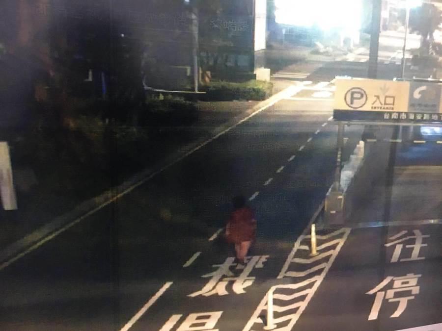 穆姓婦女疑似清晨外出晨運,遭酒駕官女撞死。(翻攝照片/程炳璋台南傳真)
