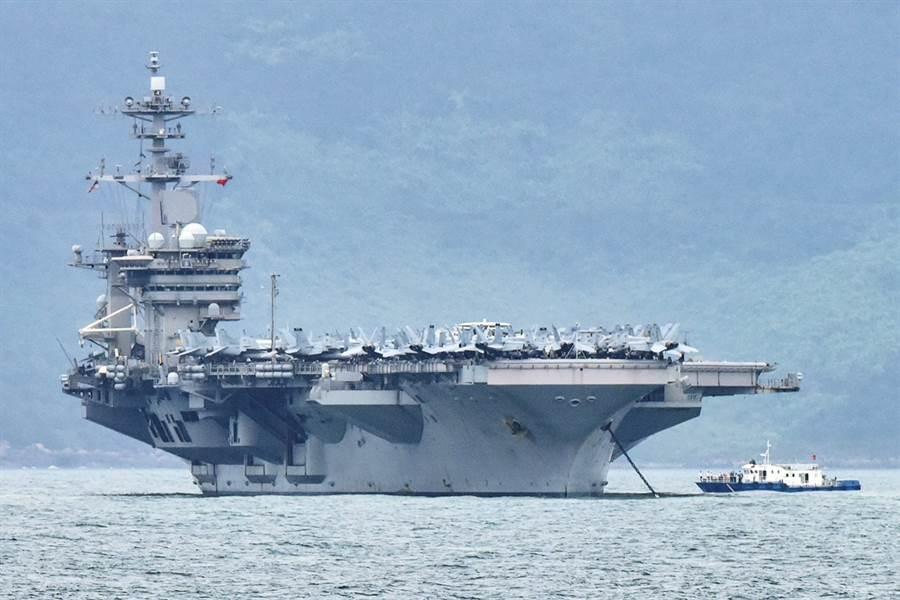 截至11日,美國航空母艦「羅斯福」號(USS Theodore Roosevelt)已有550人確診新冠肺炎,相當於1成船員染疫。(資料照/路透社)