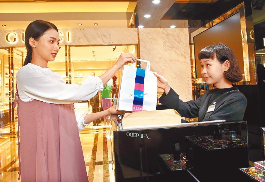 百貨業上半年最大檔母親節檔期的首波促銷,集中在化妝品購物並已經開打。圖/本報資料照片