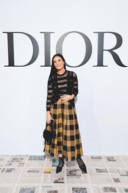 Dior馬鞍包 圈粉黛咪摩爾