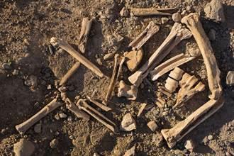 《歷史23事》商周墓葬出土人祭 遺骸跪姿專家驚呼罕見