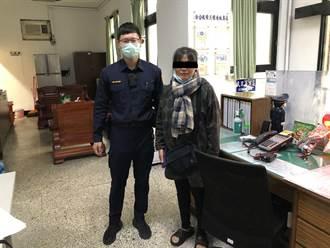 婦人臨櫃匯錢猛滑手機 行員偕樹林警機敏阻詐騙
