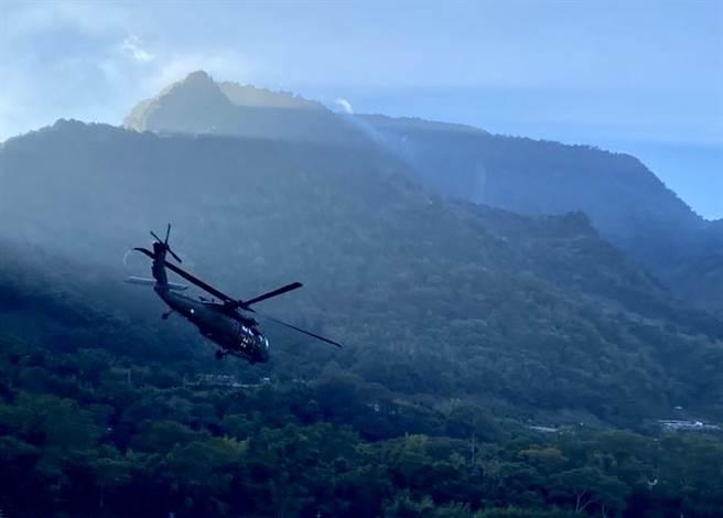 南投再傳墜崖意外,直升機吊掛救援(示意圖)。(南投縣消防局提供/廖志晃南投傳真)