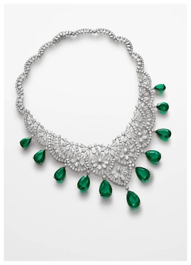 蕭邦Red Carpet系列祖母綠鑽石項鍊,11顆總重96.35克拉祖母綠,5574萬5000元。(Chopard提供)