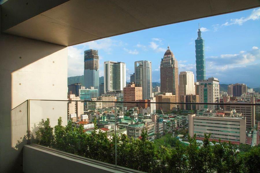 每間客房皆擁有城市中難能可貴的戶外陽台,可大口呼吸園區的新鮮空氣。(誠品行旅 提供)