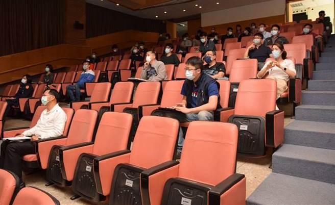 第四分局長吳耀南透過研習與充分溝通觀念及交換工作經驗,期能帶來新的啟發。(台中市警局第四分局提供/陳世宗台中傳真)