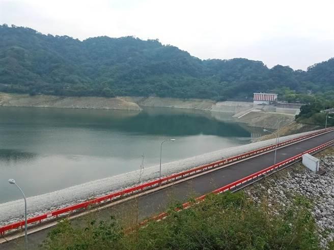 鯉魚潭水庫目前蓄水量37%,入春以來集水區降雨不是很理想,期盼5、6月梅雨挹注解渴。(台灣自來水公司提供/王文吉台中傳真)