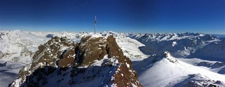 阿爾卑斯山上一具冰屍 揭露史前謀殺案(圖為奧茲塔爾阿爾卑斯山脈/達志影像)