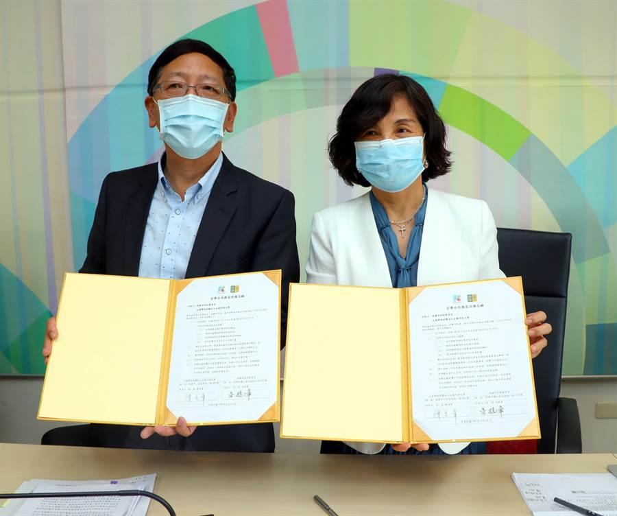 高市教育局14日與文藻外語大學簽署雙方合作備忘錄,共同提升高雄市雙語教育的實力。(洪浩軒攝)