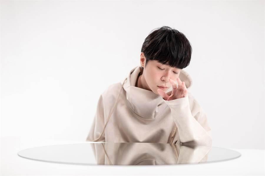 吴青峰《太空人线上影展》超现实艺术实验二部曲〈水仙花之死〉和〈男孩庄周〉MV将于4/15上线。环球唱片提供