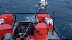 失去動力險擱淺  基隆海巡伸援手助漁船返八斗子