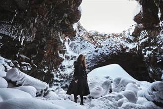 王菀之冰島拍MV遇暴雪直掉淚 凍到沒知覺頻喊卡