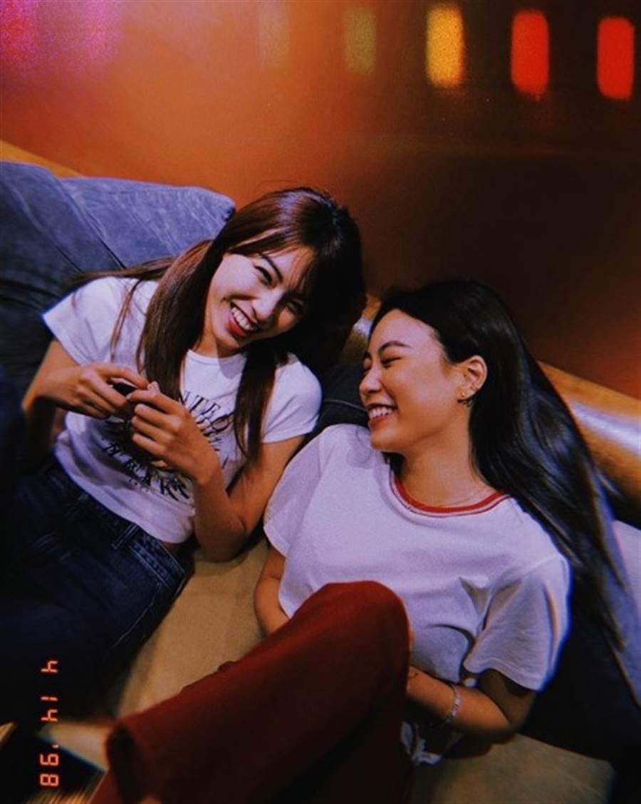 Bella和Eileen笑容温暖许多粉丝。(图/IG@bella_navy4life)