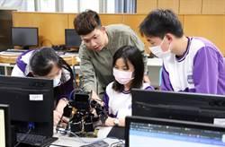 台科大機器人格鬥賽常勝軍 國中開課教機器人