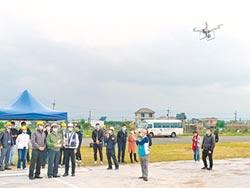 比想像中簡單 林佳龍試飛無人機 鼓勵大家考照