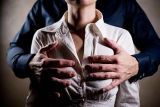 哺乳室成摸乳室 銀行員強拐女員工進入搓乳逼口交