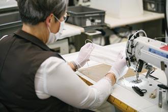 時尚防疫隊成形 LV、Burberry捐口罩防護衣